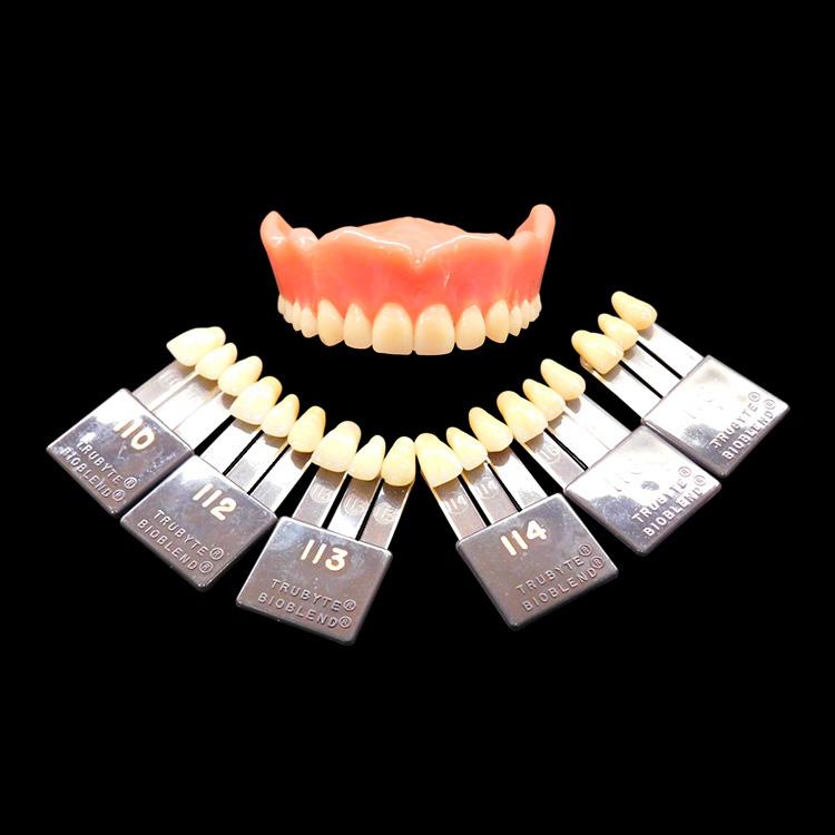 レジン床義歯〜人工歯使用